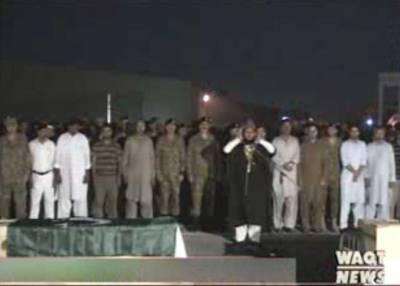 گوجرانوالہ ٹرین حادثے میں شہید ہونے والے گیارہ افراد کی نماز جنازہ ادا کردی گئی، آرمی چیف جنرل راحیل شریف نے نماز جنازہ میں شرکت کی۔۔
