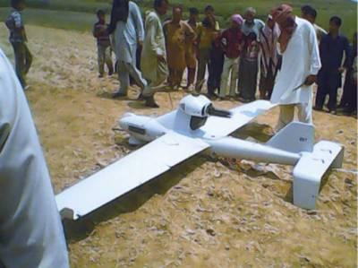 شکر گڑھ کے سرحدی علاقے سکھوچک میں ڈرون طیارہ آگرا، حساس ادارے نے ڈرون طیارہ قبضے میں لے کر تحقیقات شروع کردی ہیں۔