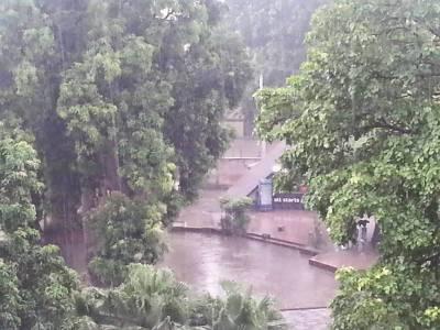 اسلام آباد اور راولپنڈی میں وقفے وقفے سے بارش کا سلسلہ جاری ہے