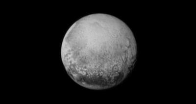 خلائی جہاز نیو ہورائزنز سے حاصل ہونے والی تصاویر سے اس بات کا پتہ چلا ہے کہ پلوٹو کی سطح پر چٹانوں کی طرح کے برفانی پہاڑ ہیں