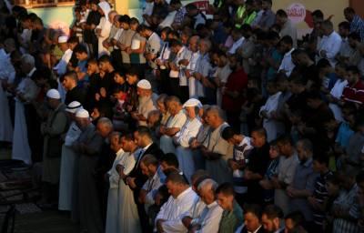 سعودی عرب سمیت خلیجی ممالک ، مشرق وسطیٰ،مشرق بعید اورکئی مغربی ممالک میں آج عیدالفطرمذہبی جوش و جذبے کے ساتھ منائی جا رہی ہے۔