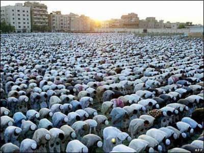 سعودی عرب میں عید الفطر مذہبی جوش و جذبے کے ساتھ منائی جا رہی ہے ۔مسجد الحرام اور مسجد نبوی میں نماز عید کے بڑے اجتماعات ہوئے