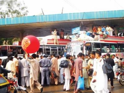 عید اپنوں کے ساتھ منانے کے لیے پردیسیوں کی گھروں کو روانگی کا سلسلہ جاری ہے۔بس اڈوں کےساتھ ریلوے سٹیشن پر بھی پردیسیوں کا رش نظر آتا ہے