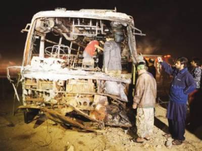 کراچی کے علاقے گولیمار میں تیز رفتار بس کے ٹکر سے3افراد جاں بحق جبکہ لیاقت آباد میں بس الٹنے سے12ے زائد افراد زخمی ہوگئے