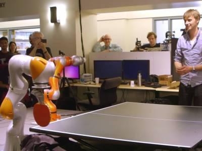 امریکی طلباء نے پنگ پانگ کھیلنے والا روبوٹ تیار کرلیا