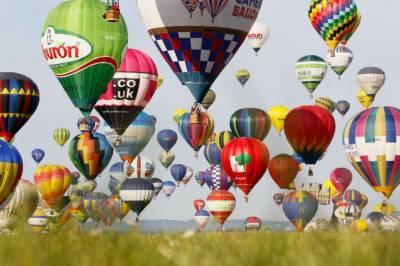 فرانس میں گرم ہَوا کے غبارے چھوڑنے کا عالمی ریکارڈ