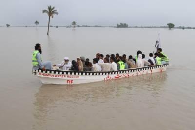 شکار پور:واہ کینال میں پڑنے والا شگاف تاحال بند نہ کیا جا سکا۔ سیکڑوں دیہات زیر آب، متاثرین ابھی تک امداد کے منتظر ہیں۔