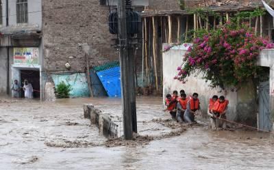 ملک بھر میں سیلاب کے باعث بتیس افراد جان کی بازی ہار گئے، سب سے زیادہ تباہی خیبر پی کے میں آئی ہے۔ ترجمان این ڈی ایم اے