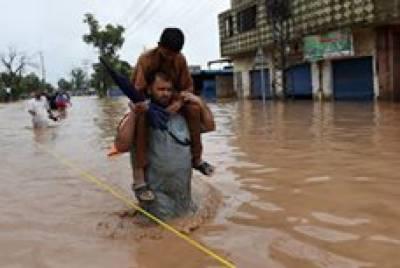دریائے سندھ میں گڈو کے مقام پر اونچے درجے کا سیلاب ہے، شکار پور کی واہ کینال میں پڑنے والا شگاف تاحال بند نہ کیا جا سکا
