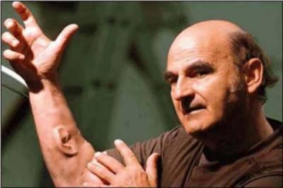 آسٹریلوی آرٹسٹ نے بازو پر تیسرا کان بنا لیا