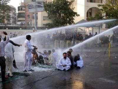 کراچی میں واٹر کورس کے ملازمین مطالبات کے حق میں سڑکوں پر نکل آئے