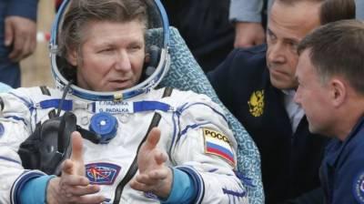 خلا میں سب سے زیادہ وقت گزارنے والے روسی خلا باز کی زمین پر واپسی