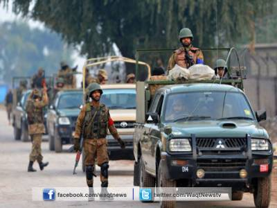 پشاور میں پولیس نے کارروائی کرتے کالعدم تنظیم کے اہم کمانڈر کو گرفتارکرلیا جبکہ شہر کے مضافاتی علاقوں میں کارروائی کےدوران 45 سے زائد مشتبہ افراد گرفتار ۔