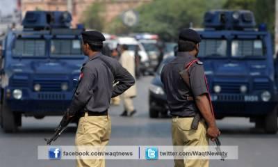 کراچی کے علاقے لانڈھی میں سکیورٹی گارڈ نے بروقت کارروائی کرتے ہوئے بینک ڈکیتی کی کوشش ناکام بنادی