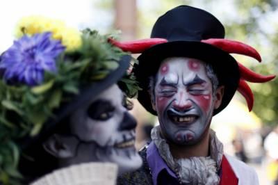 چلی کے دارالحکومت سانتیاگو میں ڈراؤنے تہوار ہالو وین سے روایتی ڈراؤنی واک کا اہتمام
