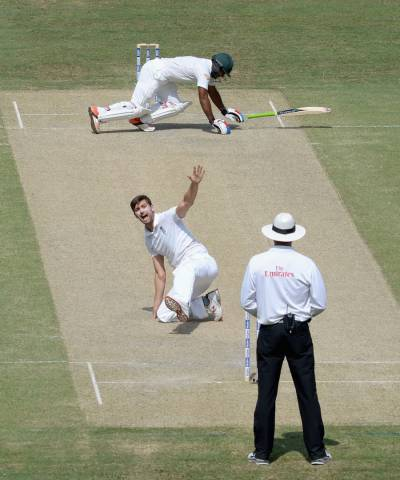انگلینڈ کے خلا ف دوسرے ٹیسٹ میں پاکستان ٹیم پہلی اننگز میں 378 رنز بناکرآؤٹ ہوگئی۔