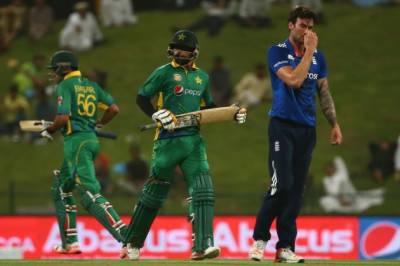 پاکستان اور انگلینڈ کے درمیان تیسرا ون ڈے کل شارجہ میں کھیلا جائے گا۔