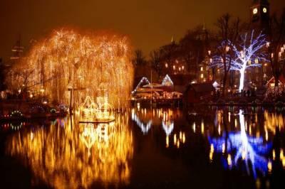 ڈنمارک میں دنیا کے قدیم ترین کرسمس پارک کو آٹھ لاکھ برقی قمقموں سے سجا دیا گیا