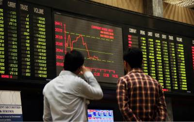 کراچی اسٹاک مارکیٹ میں ہنڈریڈ انڈیکس ایک سو بیس پوائنٹس کی کمی کے بعد تینتیس ہزار اناسی پوائنٹس پر بند ہوا