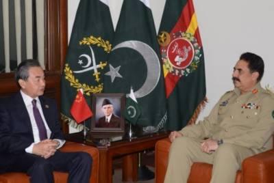 چینی وزیر خارجہ نے آرمی چیف جنرل راحیل شریف سے ملاقات,خطے کی سکیورٹی صورتحال اور باہمی دفاعی تعاون کو بڑھانے پر بات چیت