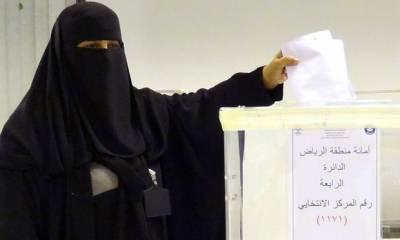 سعودی عرب میں ہونے والے میونسپل کونسل کی نشستوں کے انتخابات کے ووٹوں کی گنتی کا عمل جاری