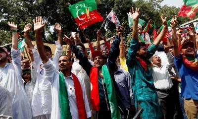 کراچی میں پی ٹی آئی اور مسلم لیگ فنکشنل کی رینجرز کے حق میں مشترکہ ریلی ,رینجرز کے حق میں نعرے