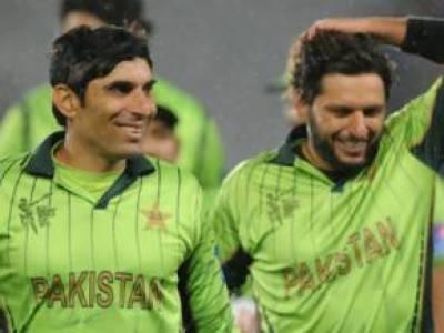 پاکستان کرکٹ ٹیم کے تیس کھلاڑیوں نے سنٹرل کنٹریکٹ پر دستخط کر دیئے، مصباح الحق ، شاہد آفریدی ، یونس خان اے کیٹیگری میں شامل ۔