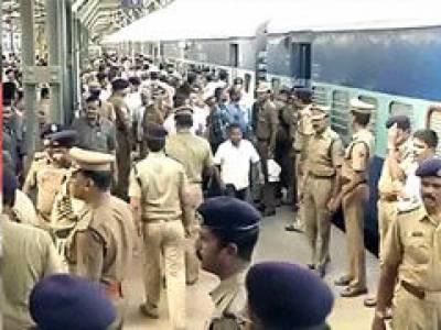 بھارتی دارالحکومت نئی دہلی کے ریلوے سٹیشن پر بم کی اطلاع نے دوڑیں لگوا دیں