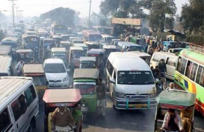 لاہور میں جاری ترقیاتی منصوبوں کے باعث بدترین ٹریفک جام , شہریوں کو شدید پریشانی کا سامنا