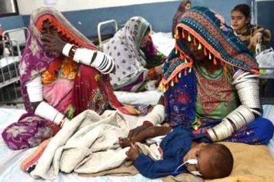 موت کی وادی صحرائے تھر مسلسل معصوموں کی زندگیاں نگلنے میں مصروف , بھوک و افلاس سے مرنے والے بچوں کی تعداد بتیس تک جاپہنچی