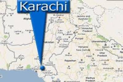 کراچی میں ٹریفک پولیس اہلکار اور شہری آپس میں گتھم گتھا ہوگئے