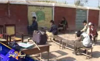خادم اعلیٰ پنجاب کے تعلیم کوفروغ دینے کے دعوے دھرے کے دھرے رہ گئے,رحیم یار خان میں ایک سرکاری سکول بغیر کسی استاد کے چلایا جارہا ہے