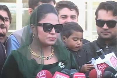 پی ایس ایل سے پشاور زلمی کے آؤٹ ہونے سے فلم اسٹار وینا ملک کا دل بھی ٹوٹ گیا, اب فائنل کوئی بھی جیتے فرق نہیں پڑتا