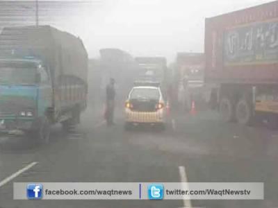 موٹروے ایم ٹو پردھند کے باعث فیروز وٹواں کے قریب بس اور ٹرک میں تصادم کے نتیجے میں8افراد زخمی ہوگئے۔
