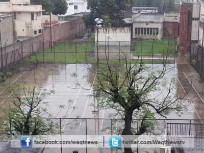 راولپنڈی، پشاور، لاہور اور سیالکوٹ سمیت بیشتر علاقوں میں وقفے وقفے سے بارش کا سلسلہ بھی جاری ہے۔