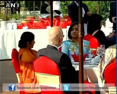سارک وزراء کانفرنس میں ناشتے کی میز پر سرتاج عزیز اور سشما سوراج اکٹھے ہو گئے،دونوں رہنماؤں میں باضابطہ ملاقات آج ہو گی