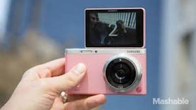 ایک جاپانی کمپنی نےخصوصی'سیلفی کیمرا'متعارف کرادیاہے۔ یہ'جادوئی'کیمراسیلفی لینےوالےکےچہرےکوخوب صورت بنادیتاہے
