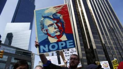 میکسیکن سینیٹرز نے ڈونلڈ ٹرمپ کیخلاف احتجاجی بینرز آویزاں کر دیے
