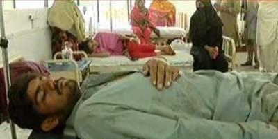 فیصل آباد میں بس اورٹریلرمیں خوفناک تصادم کےنتیجےمیں خواتین اوربچوں سمیت19افرادجاں بحق اور13زخمی ہوگئے