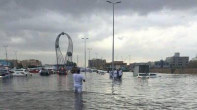 سعودی عرب میں موسلادھار بارشوں نے ہر طرف تباہی مچادی, سڑکیں اور گلیاں ندی نالوں کا منظر پیش کرنے لگی, اٹھارہ افراد جاں بحق