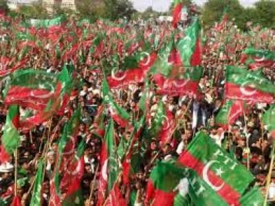 لاہورجلسےمیں بدنظمی اورخواتین کارکنوں سےبدسلوکی کےبعدعمران خان نےفیصل آباد جلسہ ملتوی کردیا