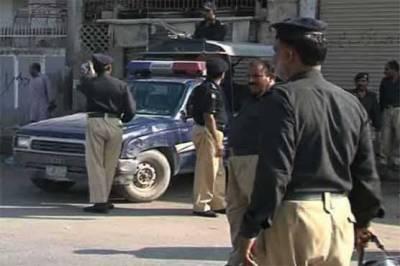 KPمیں پولیس اورفورسزنےسرچ آپریشن میں اشتہاری ملزم سمیت100سےزائد مشتبہ افرادکوگرفتارکرکےبڑی تعداد میں اسلحہ برآمدکرلیا۔