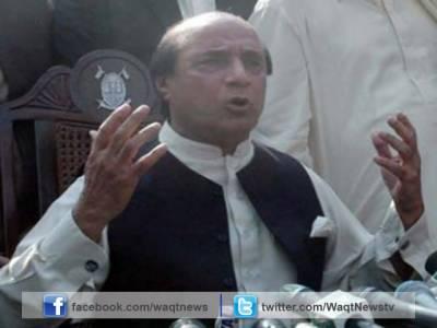 پاکستان پیپلز پارٹی کے سینئر رہنما لطیف کھوسہ نے وزیراعظم نواز شریف کے خلاف الیکشن کمیشن سے رجوع کرنے کا فیصلہ کرلیا