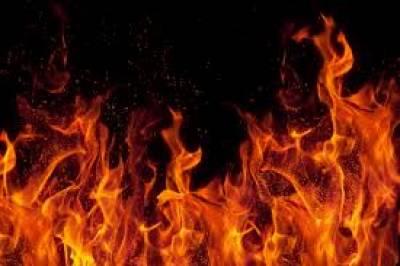 کراچی ائیرپورٹ پرواقع ایک عمارت میں اچانک آگ بھڑک اٹھی