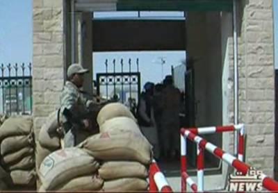پاکستان اور افغانستان کے درمیان طورخم سرحد پر سیزفائرہوگیا. سفید جھنڈے لہرا دیئے گئے۔