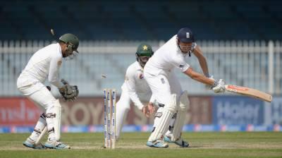 لارڈز ٹیسٹ کے دوسرے روز پاکستان کی ٹیم تین سو انتالیس رنز بناکر آؤٹ ,انگلینڈ کی بیٹنگ جاری