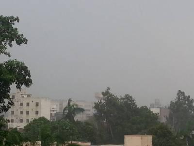 لاہور میں رات بھروقفے وقفے سےہونےوالی بارش سے درجہ حرارت میں کمی آگئی