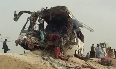جام شورو میں بس اور ٹرک میں تصادم کے نتیجے میں 14افراد جاں بحق جبکہ23زخمی ہوگئے