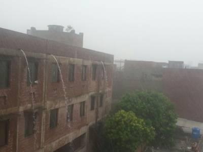 لاہور اور گردونواح میں موسلا دھار بارش نے ہر طرف جل تھل ایک کردی