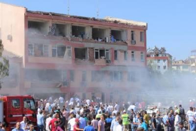 ترکی پھر سے دہشتگردی کے لپیٹ میں آگیا ترکی میں کار بم دھماکے کے نتیجے میں 3افراد ہلاک اور40سے زائد زخمی ہو گئے